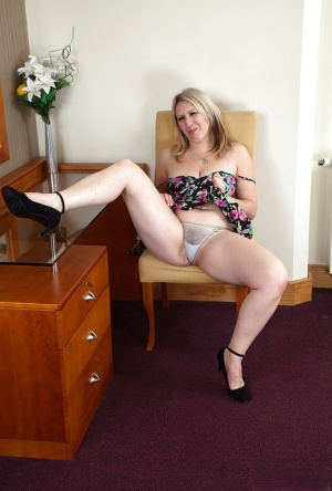 Mature Legs Panties And Granny Pictures